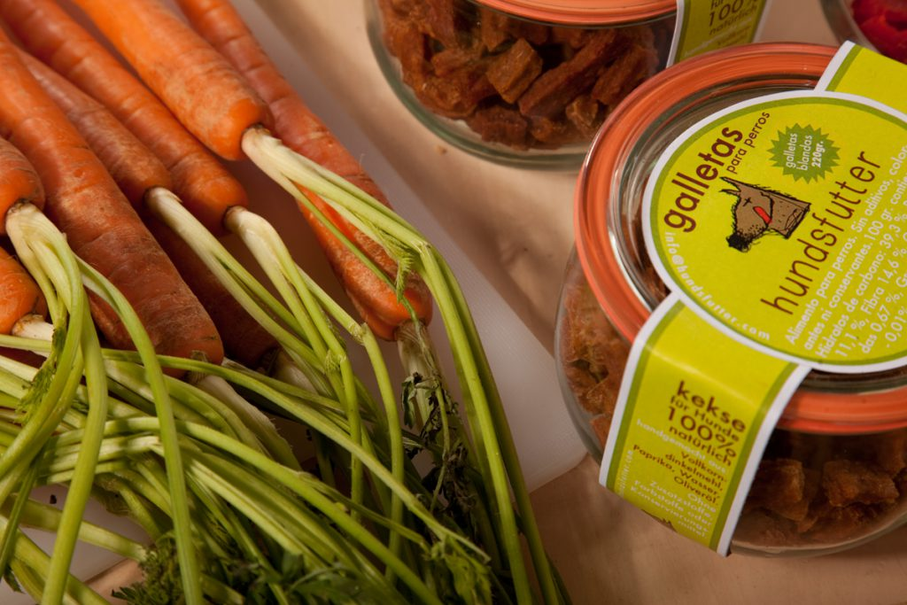 regional carrots in the chewing snack biscuit for dogs from hundsfutter