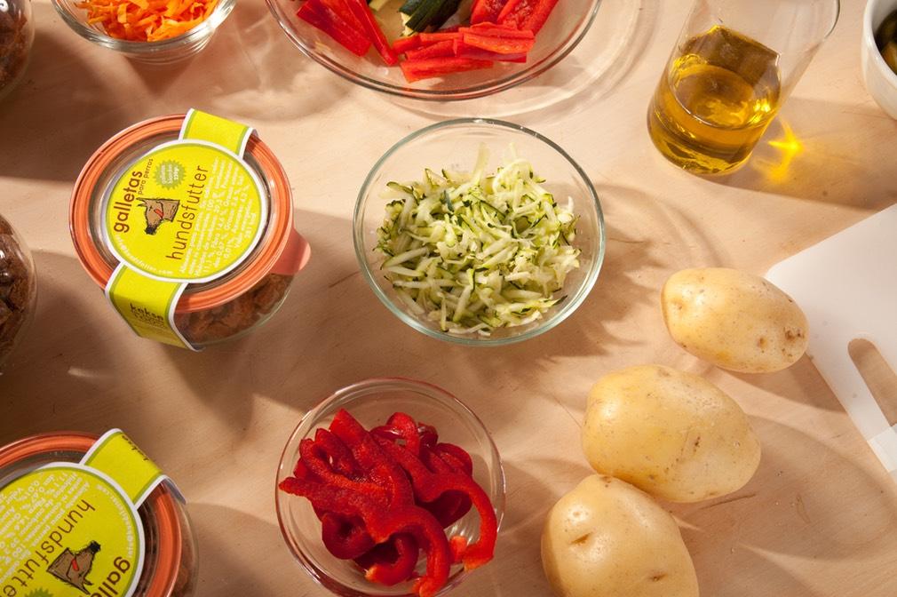 vegansk vegetarisk blød, allergivenlig hundesnacks i et glas uden tilsætningsstoffer eller konserveringsmidler