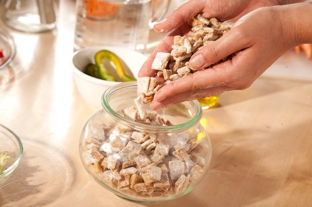 Wir benutzen die grossartigen Weck Gläser um unsere weichen Snacks für Hunde im Vakuum zu konservieren.