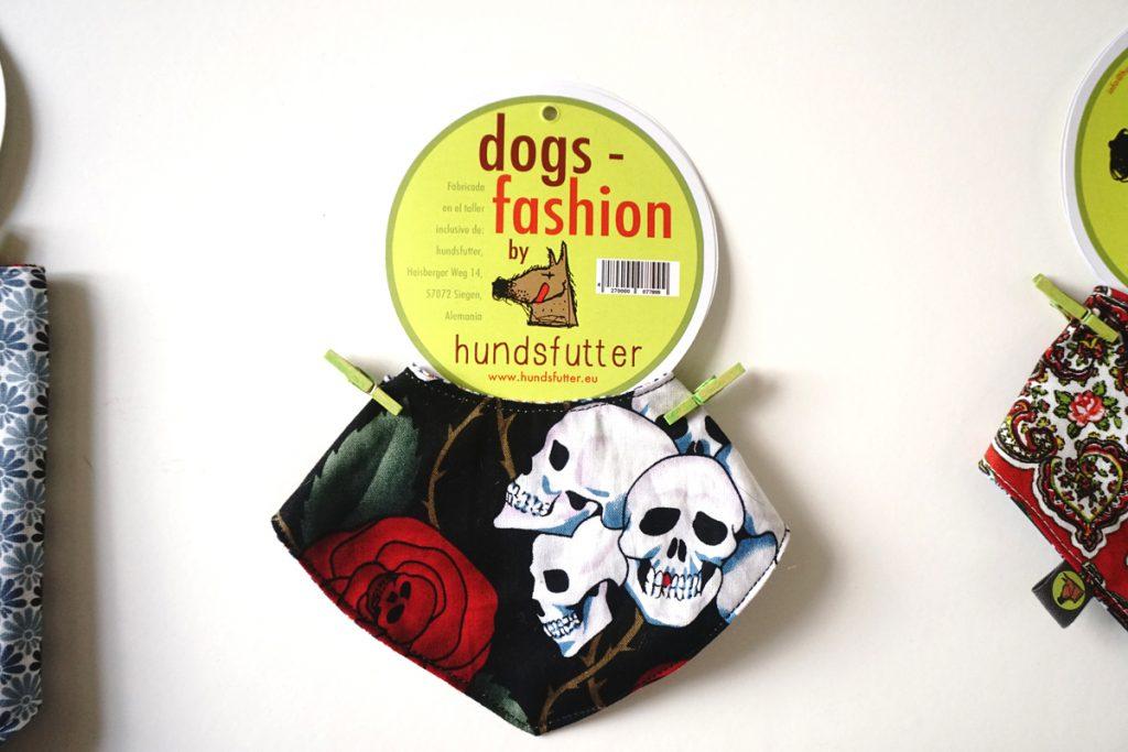 Hundehalstücher Hundehalstuch Bandana Hundeschal hier online kaufen - individuell - Massanfertigung möglich - fair in Deutschland hergestellt - individuelle Soffdesigns - von beiden Seiten zu tragen