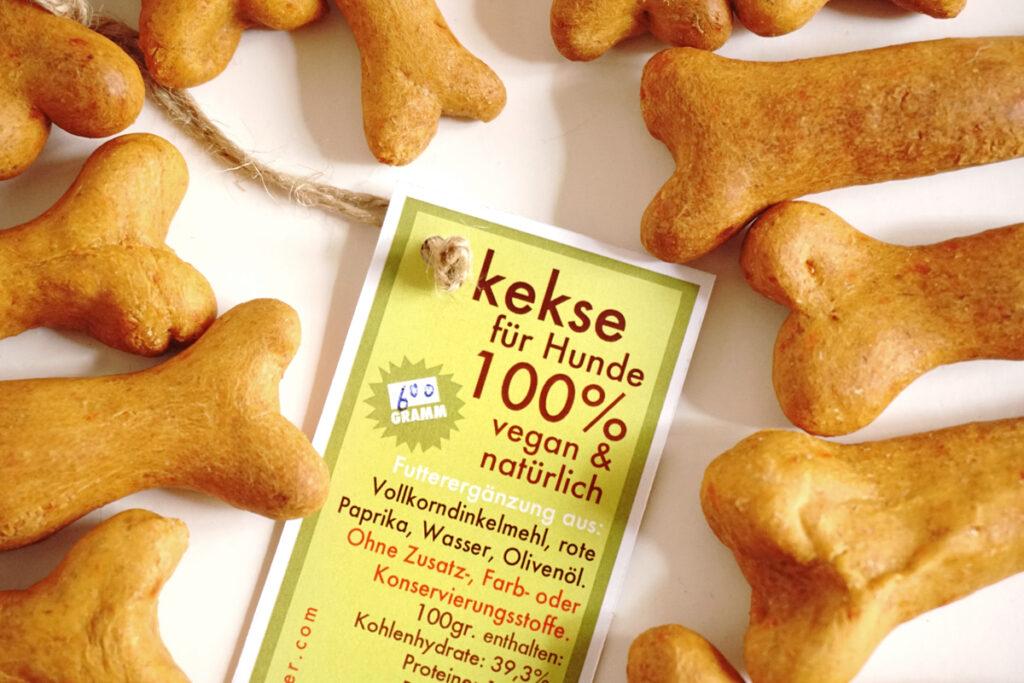vegane, vegetarische, hypoallergene Hundesnacks, HundepŸrees, Kauknochen, Leckerlies und fair hergestellte nachhaltige, Geschenke fŸr Hunde und Hundefreunde.