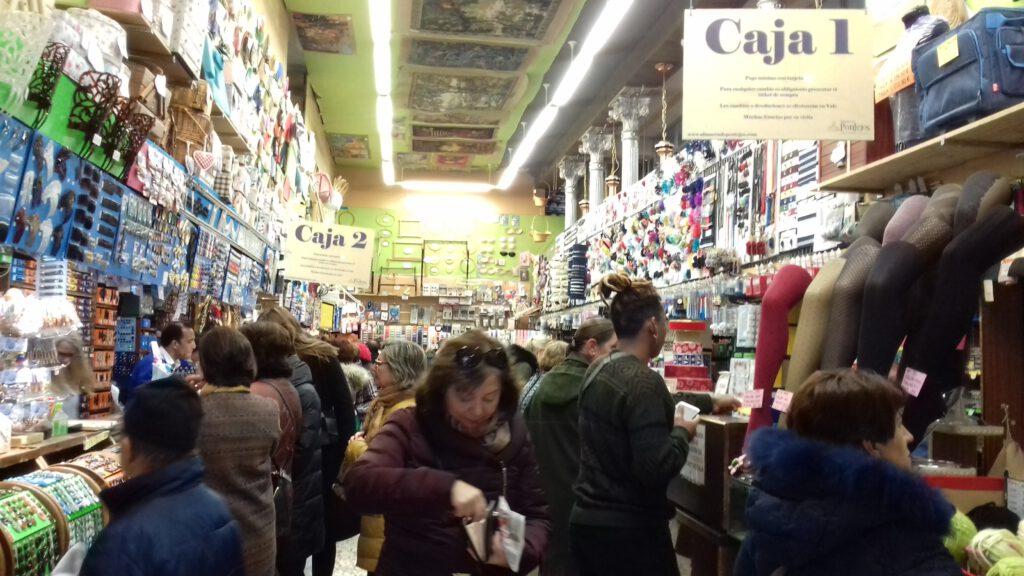 Materialeinkauf im Laden um die Ecke um den regionalen handel zu stärken
