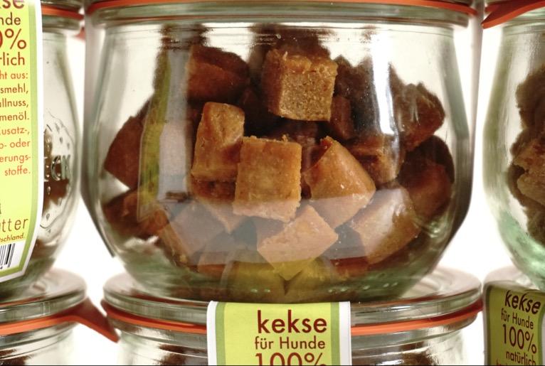 ohne Konservierungsstoffe werden die Snacks von hundsfutter im recycling Glas konserviert